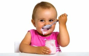 Сладкий йогурт вызывает кариес