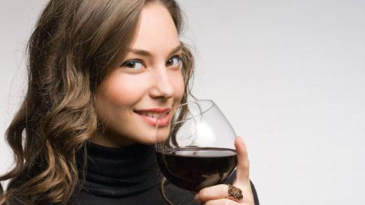 Хорошая новость: красное вино борется с кариесом